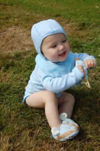 Babymütze und Body